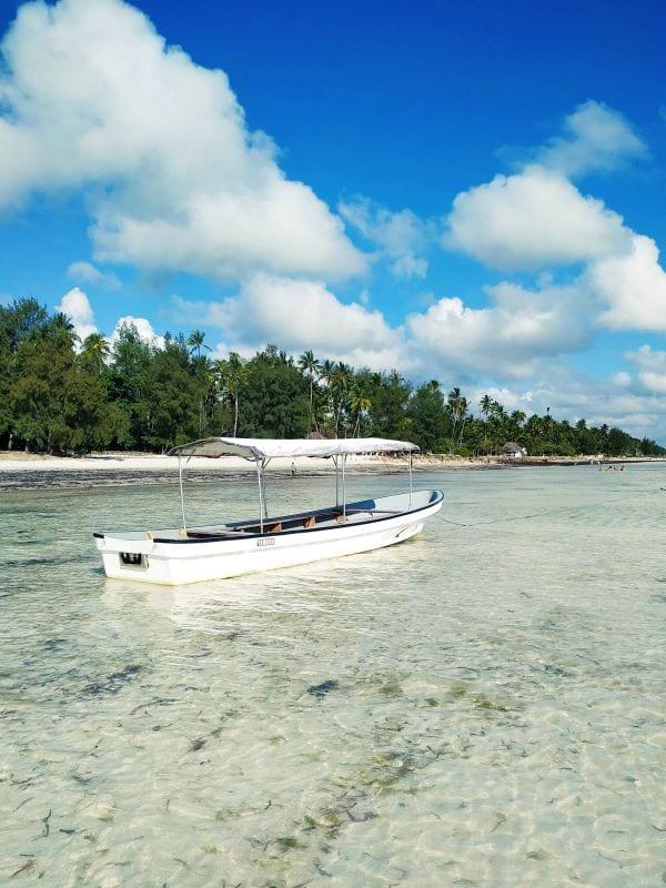 Лодка на пляже, Занзибар