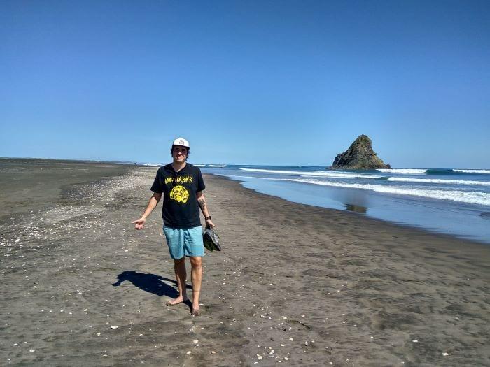 В Новой Зеландии есть не только пляжи с белым песком, но и с черным