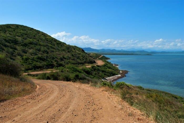 Не все дороги на острове асфальтированы