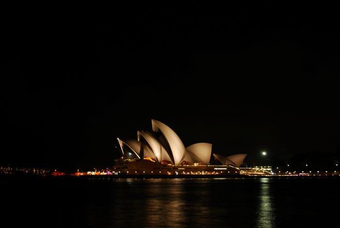 Оперный театр в Сиднее ночью
