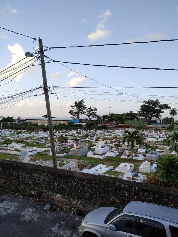 Жилье с видом на кладбище