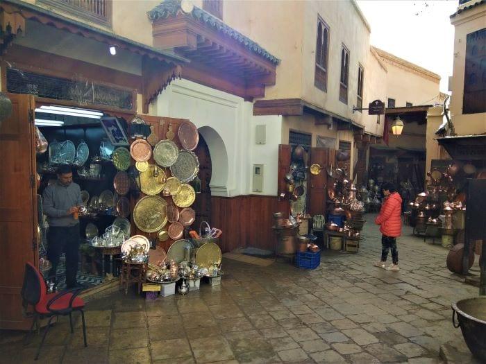 Город Фес, медина с уличными торговцами