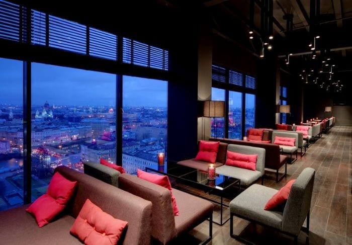 Скай бар в отеле Азимут