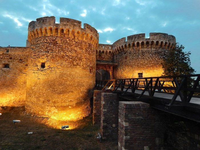 Белградская крепость вечером