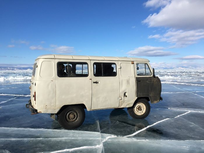 Лед Байкала зимой